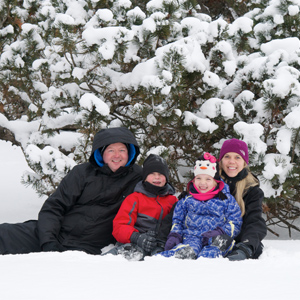 Family Winter 300x300 AE - Attractions & Entertainment